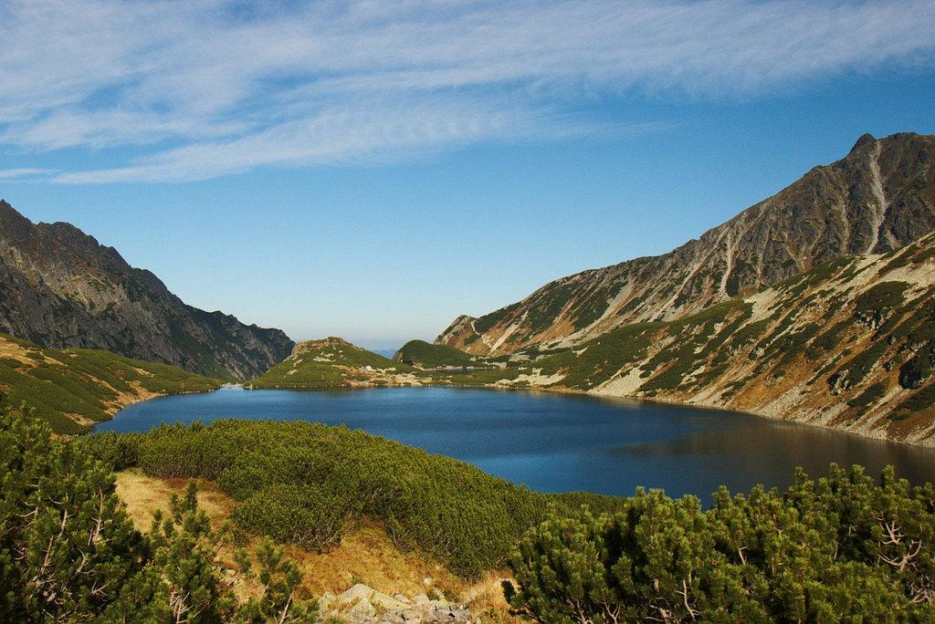 Wielki Staw Polski - widok ze szlaku na Szpiglasową Przełęcz